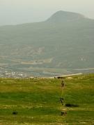 На фоне горы Кастель