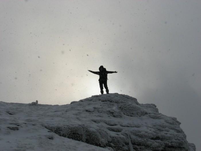 Ловись снежинка большая и маленькая :)