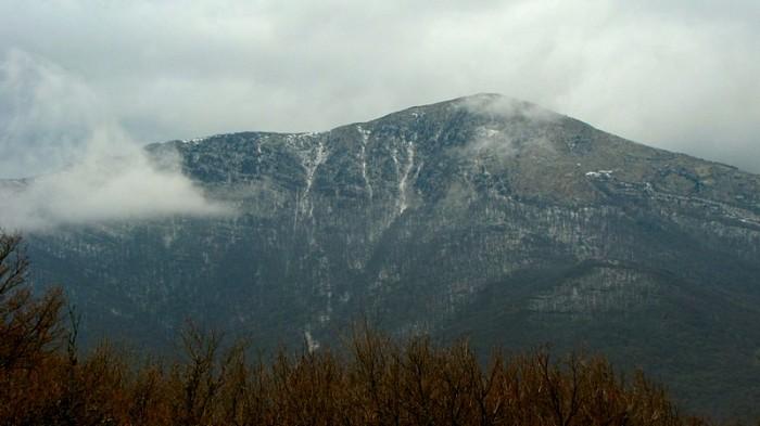 На Чатыр-Даге снег еще есть!