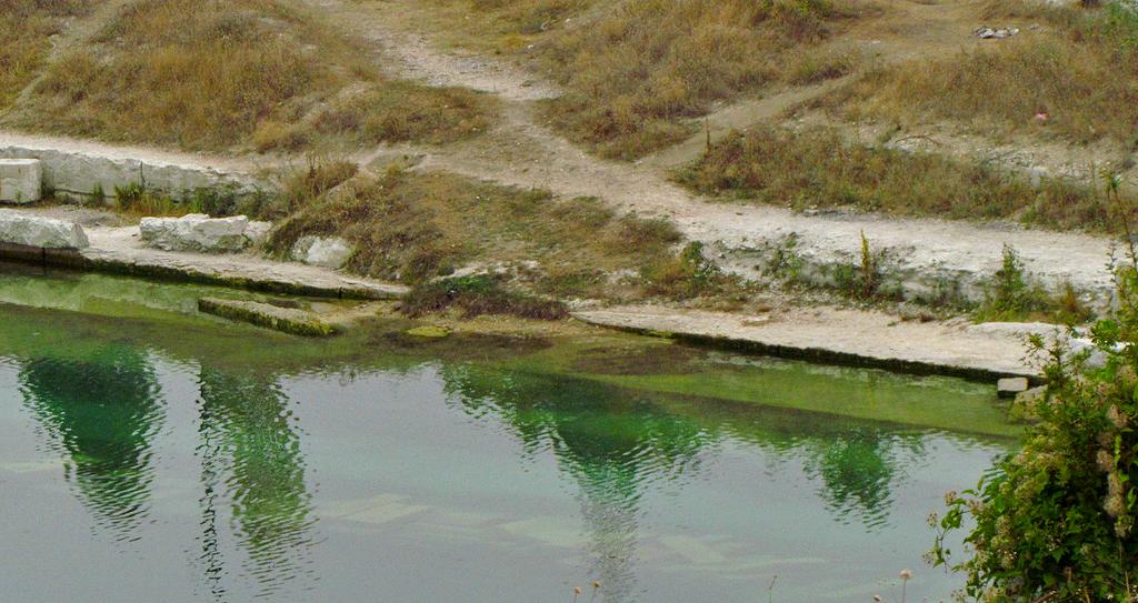 рыбалка на бирюзовом озере в крыму